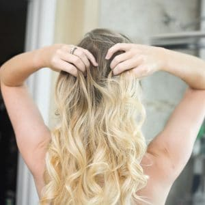Get Easy Bombshell Curls In Less Than 10 Minutes